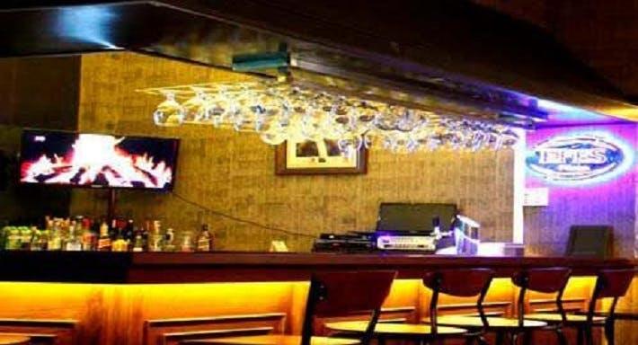 Makara Cafe & Bar