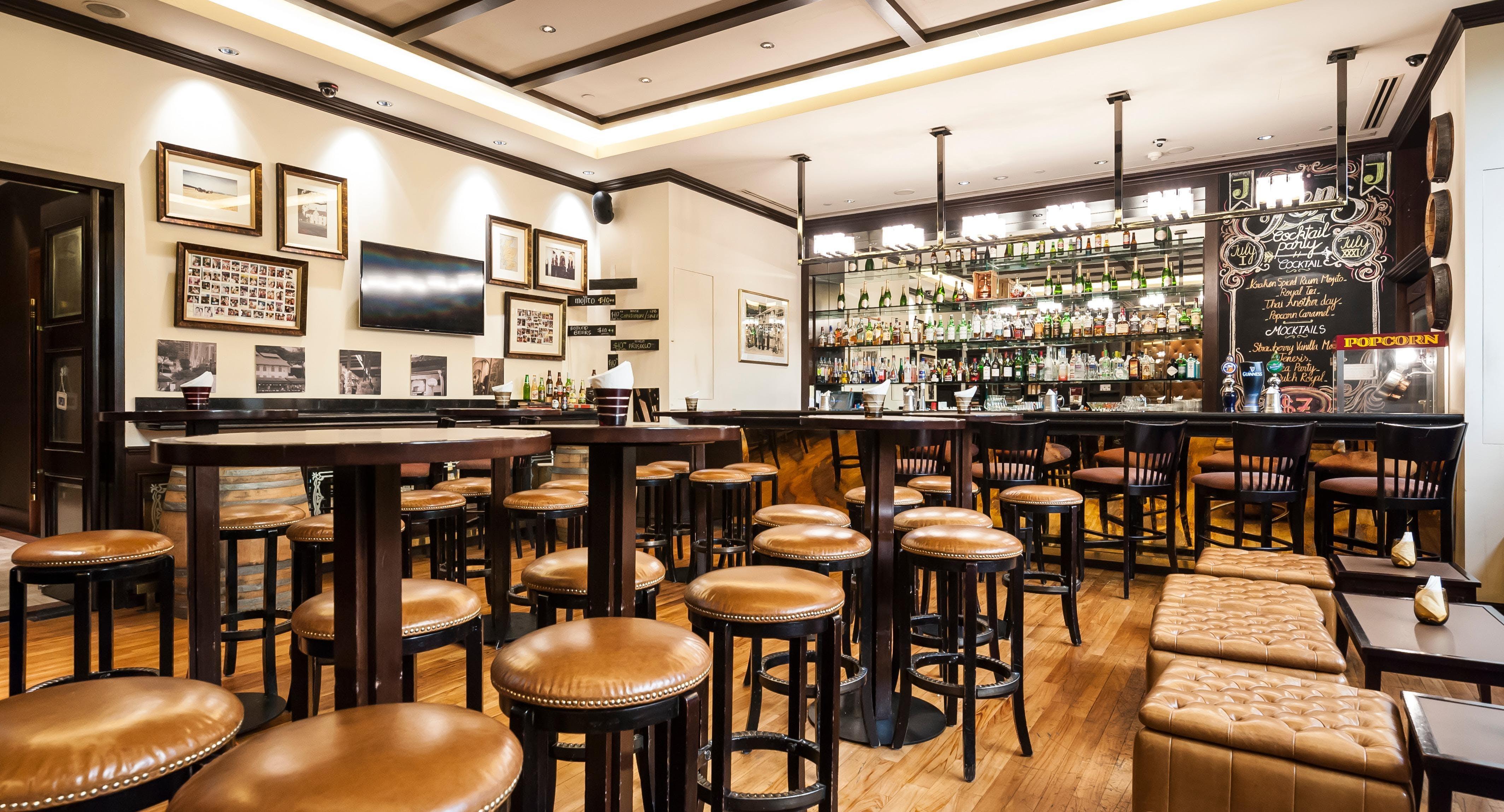 Rumpoles Bar - Hotel Jen Tanglin