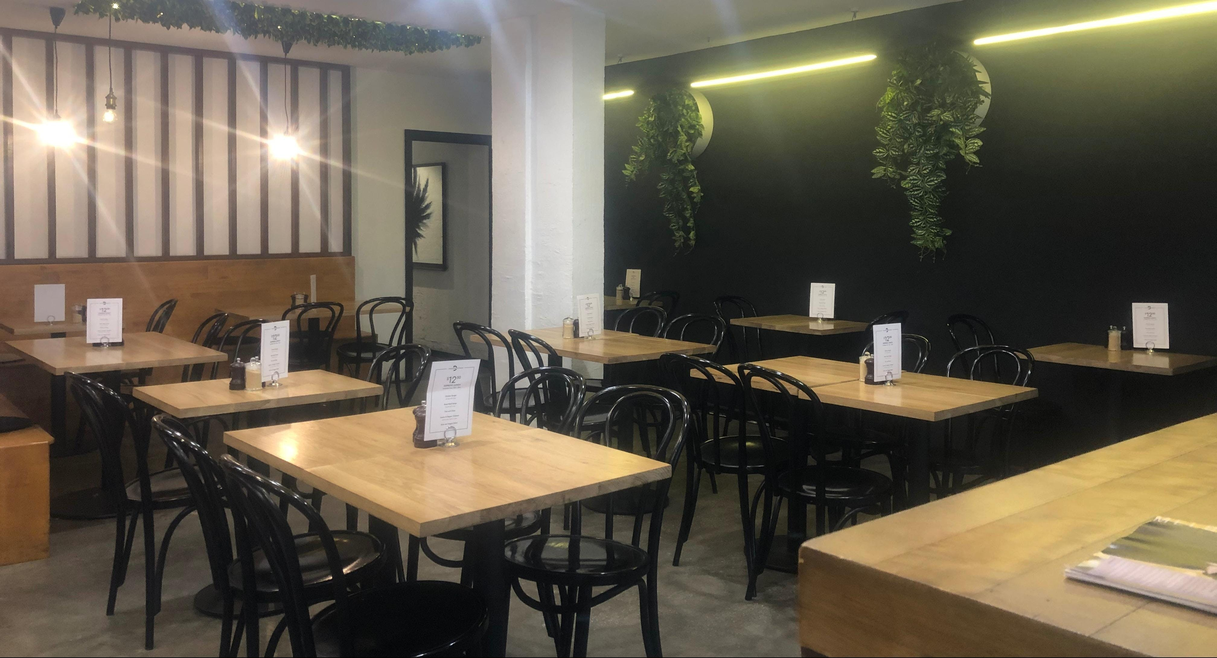Oscar's Cafe & Bar