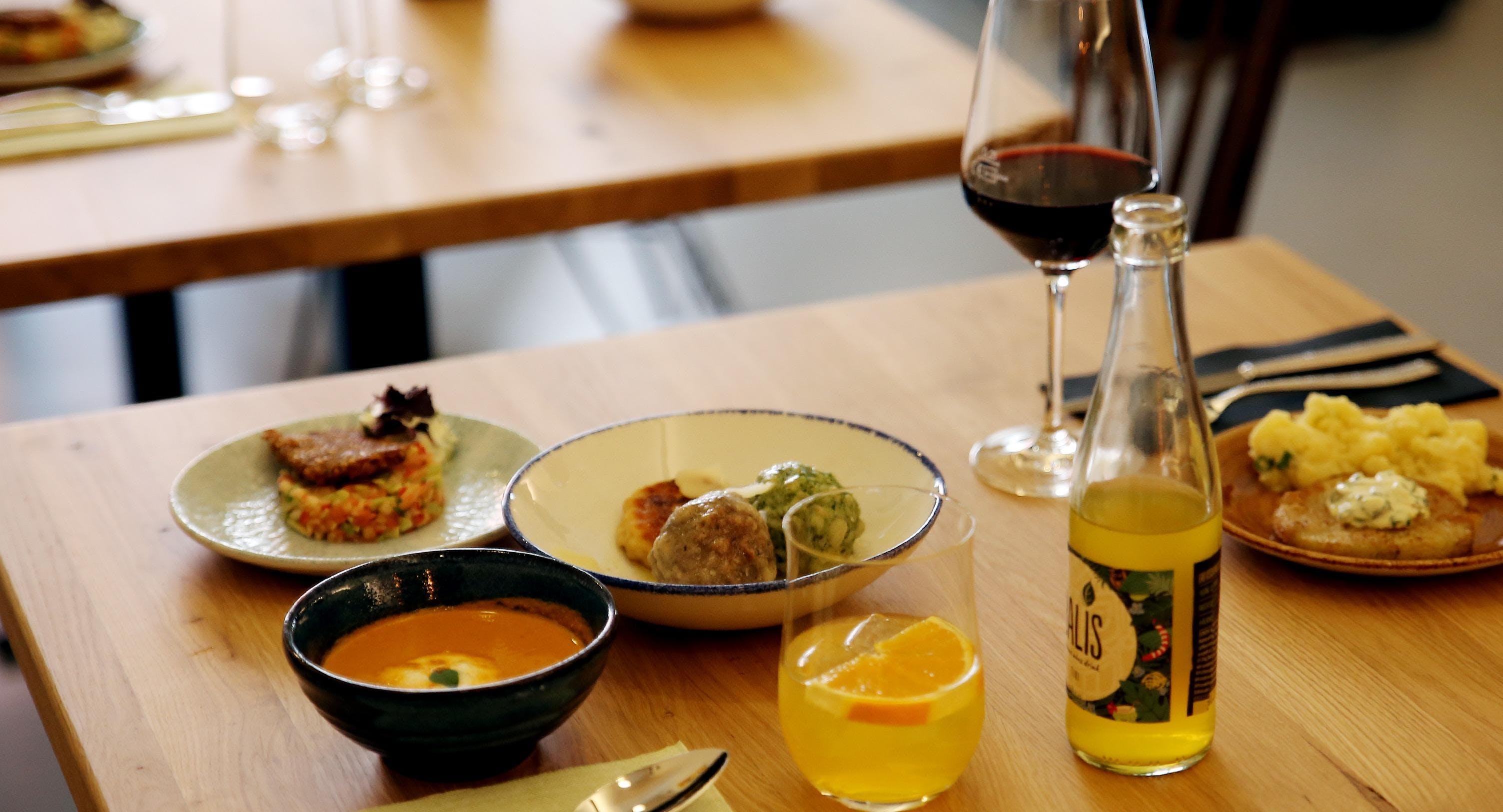 Nenas Tapas, Bar und Restaurant