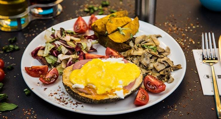 Book Ale Moon Cafe Bistro İstanbul image 3