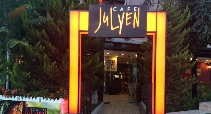 Julyen Cafe & Restaurant