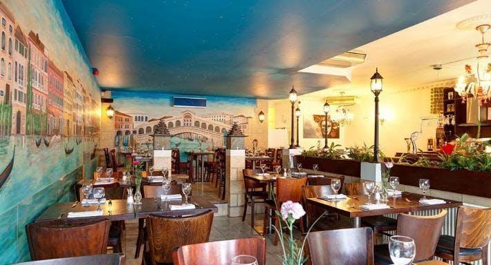 Rialto Lounge Dorking image 1