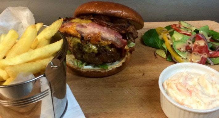 Retros Bar & Restaurant Dunfermline image 6