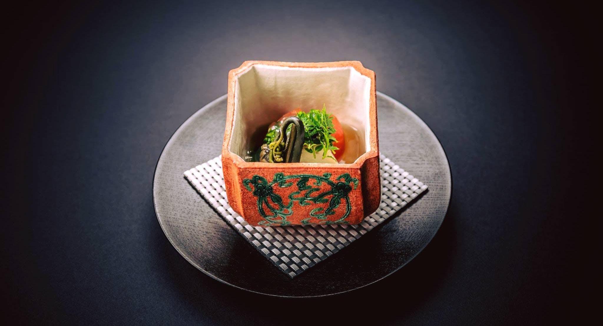 Maetomo Restaurant & Bar