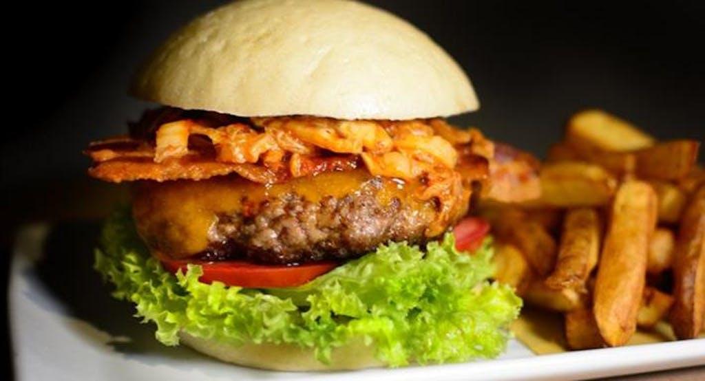 Bacon cheeseburger con kimchi fatto in casa, firmato Pint of View - Fonte: Quandoo