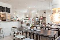 Cafe Im Hinterhof In Munchen Haidhausen Online Reservieren