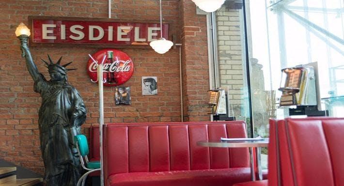 Fly's American Fifties Restaurant Wien image 2