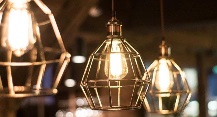 Estábulo - Leeds The Light