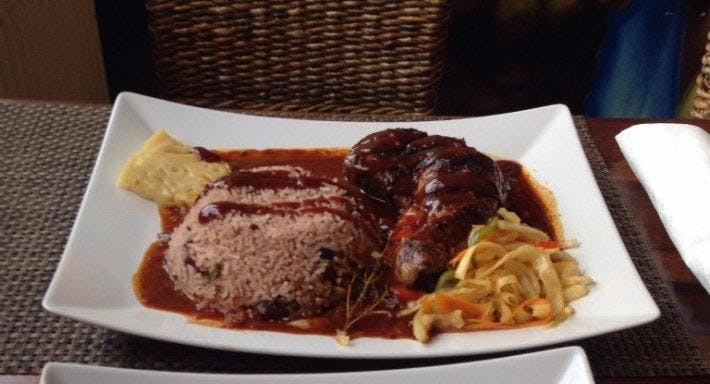 Comies Caribbean Grill Oxford image 2