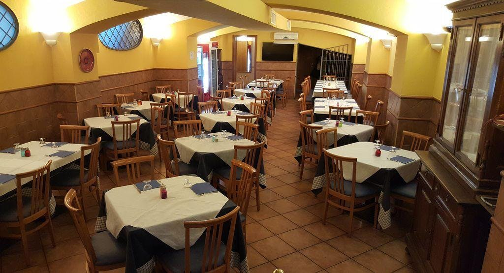 Alberto's Ristorante e Pizzeria Napoli image 1