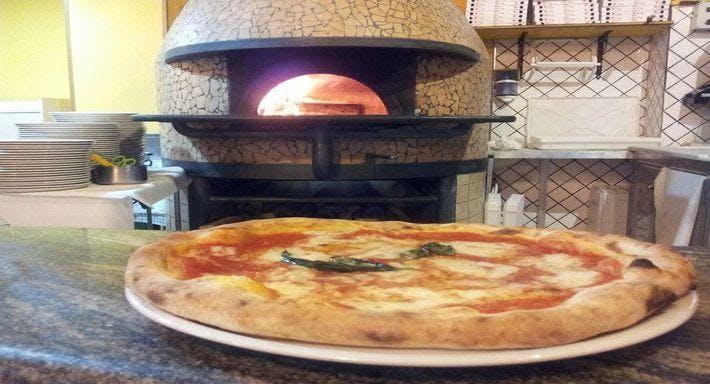Alberto's Ristorante e Pizzeria Napoli image 3