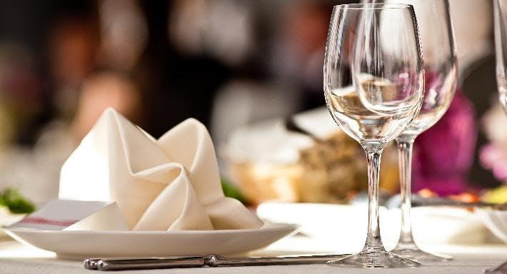 Montys Tandoori Restaurant