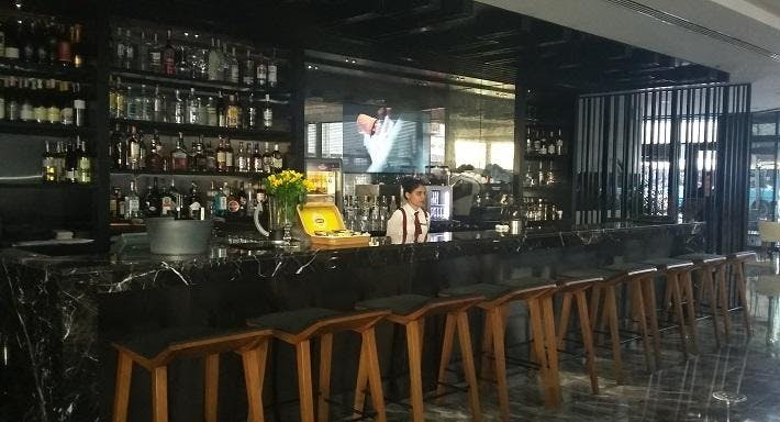 Live Restaurant & Bar