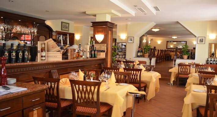 Restaurant Fontana di Trevi Francfort image 3