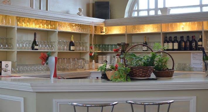 Palm Court Bar and Restaurant
