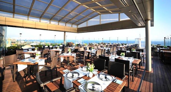 The President Hotel Teras Restaurant