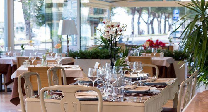 The Lake Garden Table & Bar