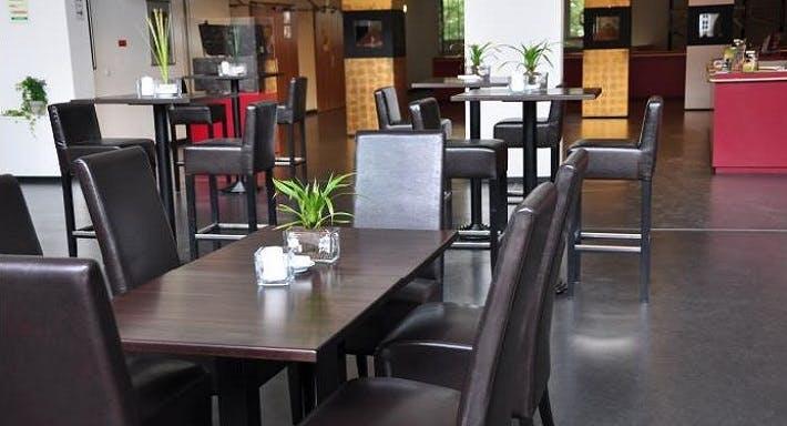 Helms Lounge Hamburg image 15