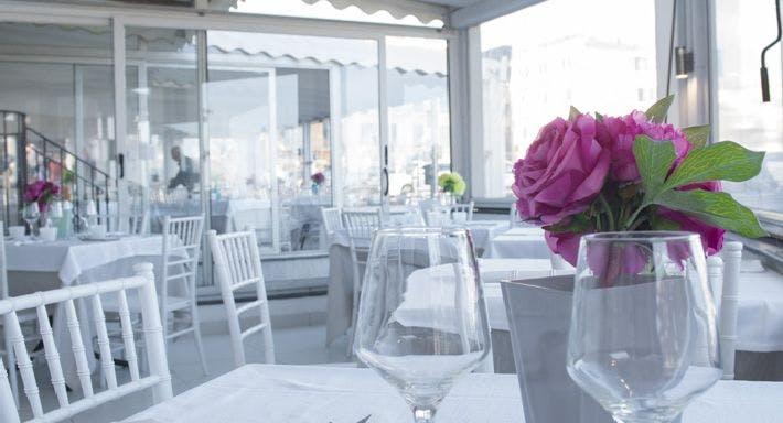 White Chill Out Via Napoli Napoli image 9