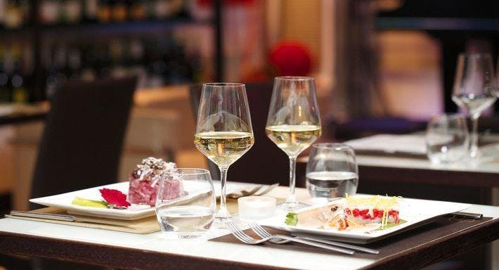 Elegance Cafe Roma image 1