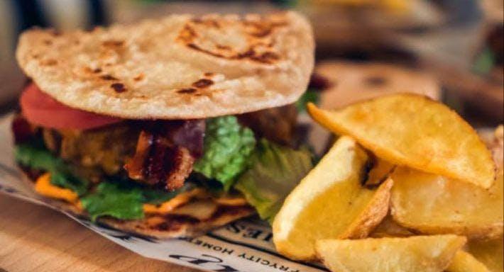 Handmade Piada Burger & Cakes