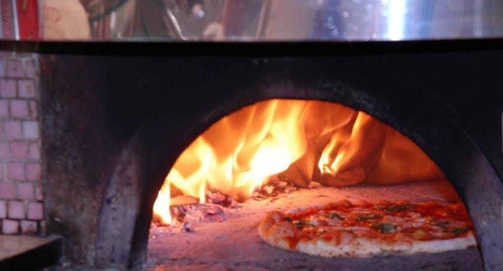 Una pizza Margherita nel forno dell'Antica Pizzeria del Borgo Orefici - Fonte: Quandoo