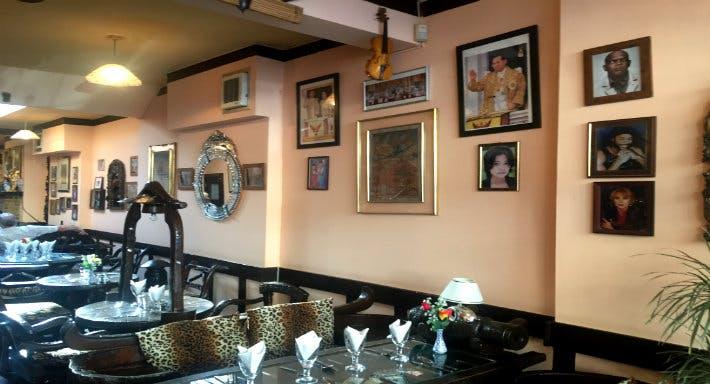 Cats Cafe des Artistes Thai Restaurant