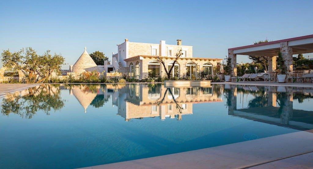 Uno sguardo sulla piscina e il ristorante gourmet del Leonardo Trulli Resort - Fonte: Quandoo
