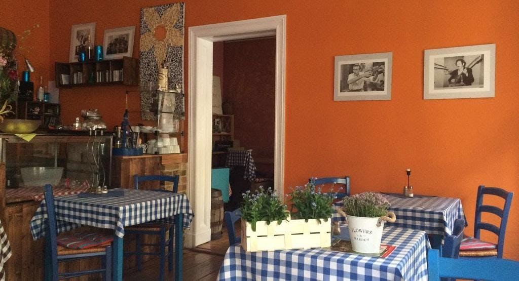 Blaue Tische Berlin image 1