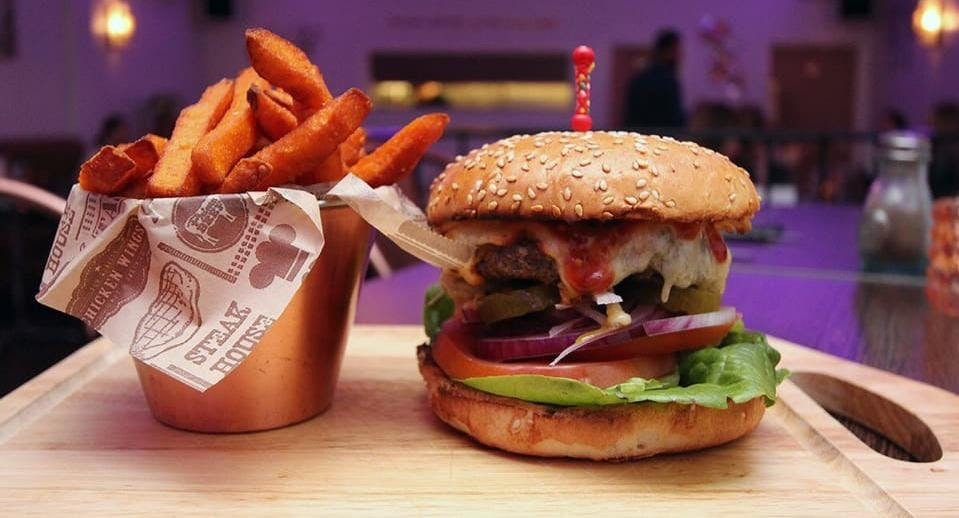 Parlay E18 Bar & Grill London image 3