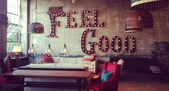 Eight Grand Bar & Restaurant
