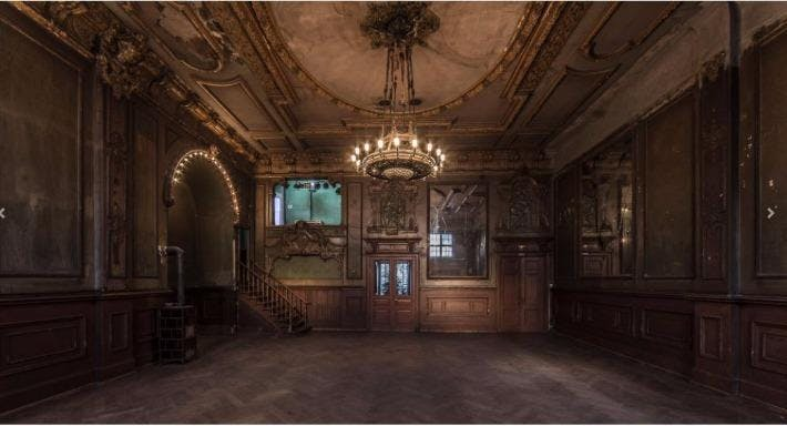 Spiegelsaal im Clärchens Ballhaus Berlin image 2