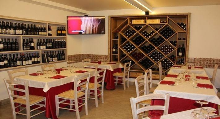Red & White Hostaria Taormina image 3