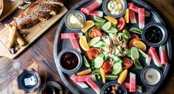 Ferah cafe restaurant in sydney newtown for Table 9 newtown