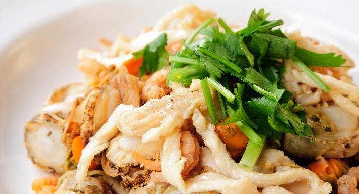 Small Seafood Noodle Singapore image 3