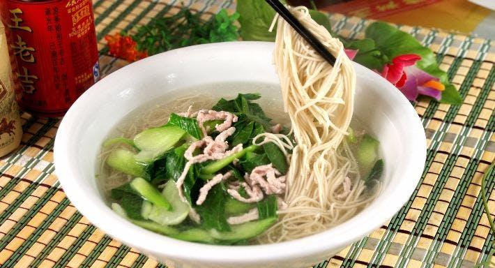 Small Seafood Noodle Singapore image 8