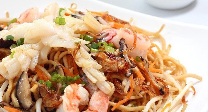 Small Seafood Noodle Singapore image 9