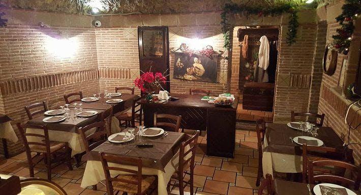 La Taverna Del Re Leone Napoli image 6
