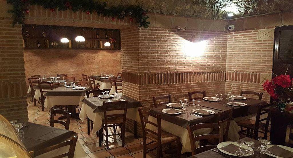 La Taverna Del Re Leone Napoli image 1