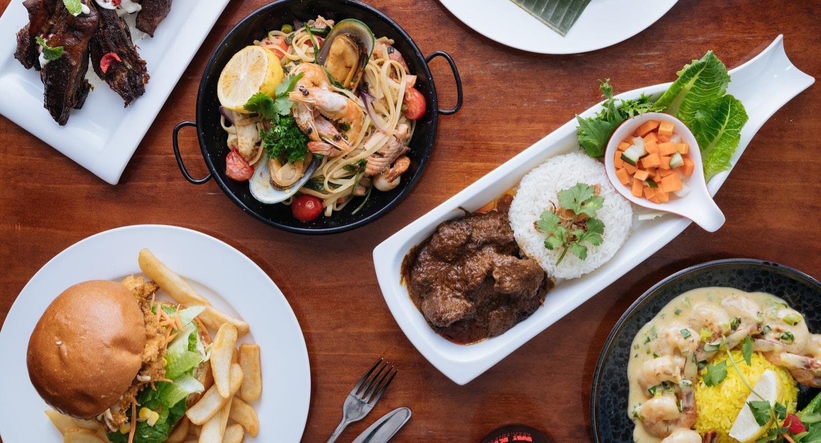 Tosaria Restaurant & Cafe