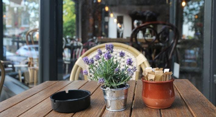 Montmartre Restaurant London image 1