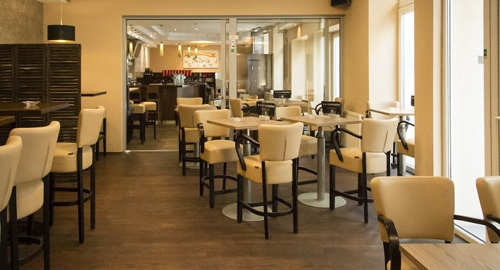Cafe Cosmopolitan Wien image 2