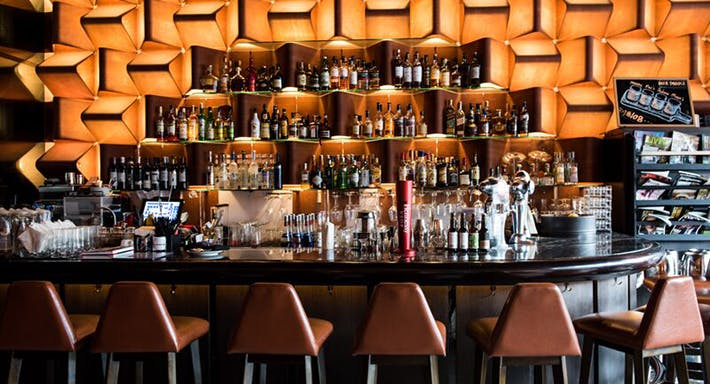 M1 Bar & Restaurant Hong Kong image 3